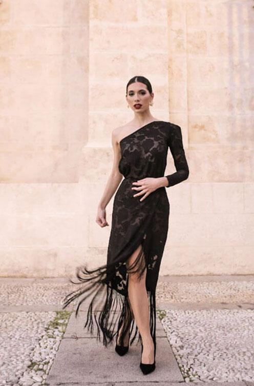 sibilina-traje-negro